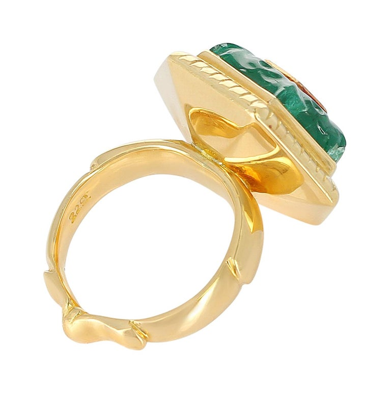 Emerald Carving Ring, Center Diamond Rose Cut, 22 Karat Yellow Gold For Sale 2