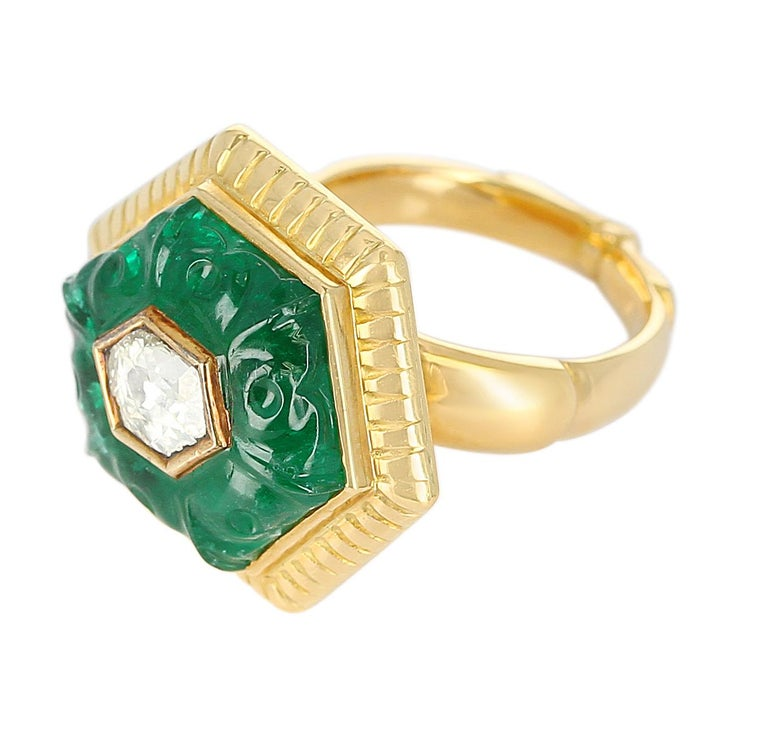 Emerald Carving Ring, Center Diamond Rose Cut, 22 Karat Yellow Gold For Sale 4