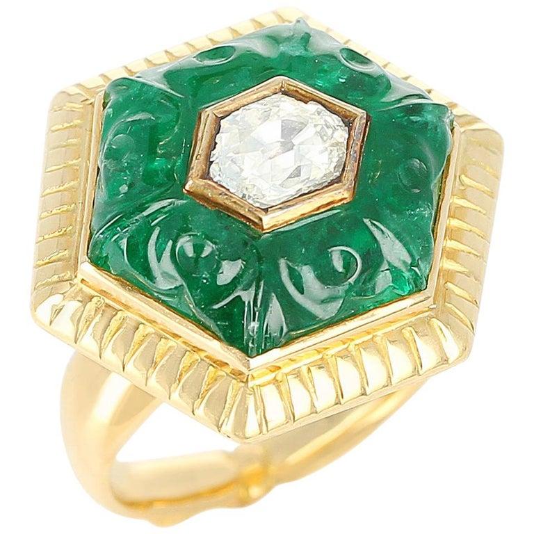 Emerald Carving Ring, Center Diamond Rose Cut, 22 Karat Yellow Gold For Sale