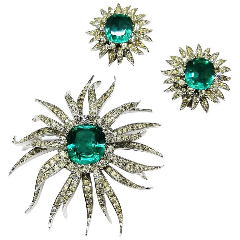 Emerald Cushion Cut And Clear Paste Sunburst Brooch And Earrings Jomaz 1960s