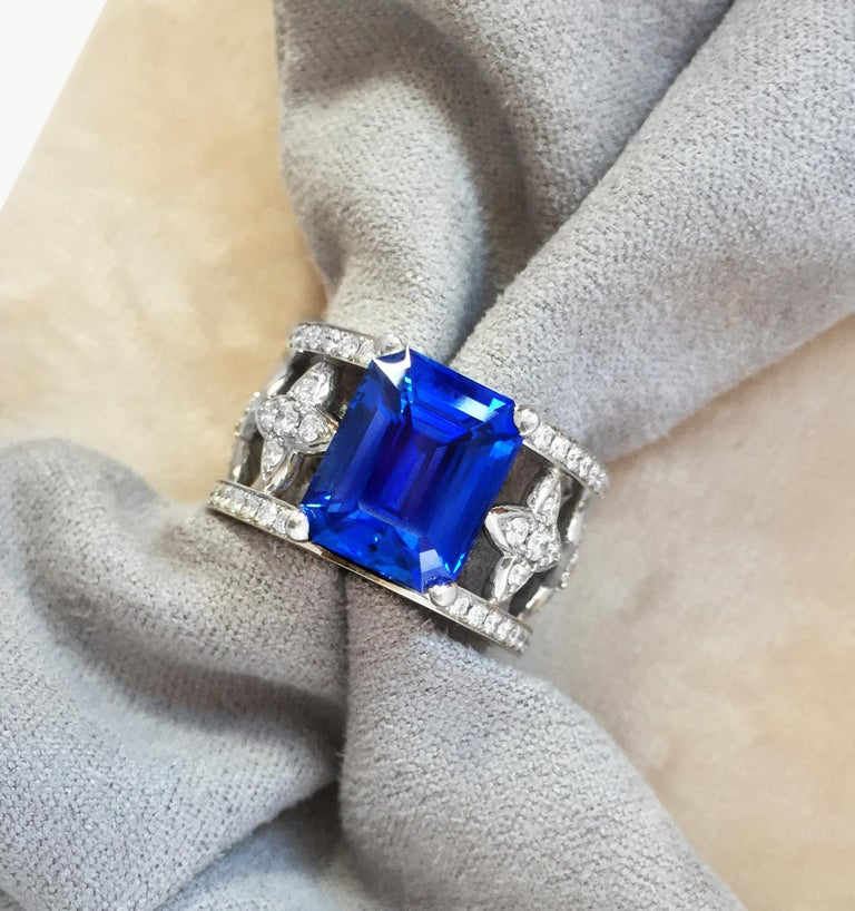 Contemporary Emerald Cut Blue Sapphire and Diamond Ring in Platinum For Sale