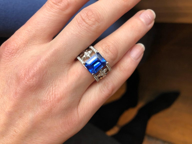 Emerald Cut Blue Sapphire and Diamond Ring in Platinum For Sale 4