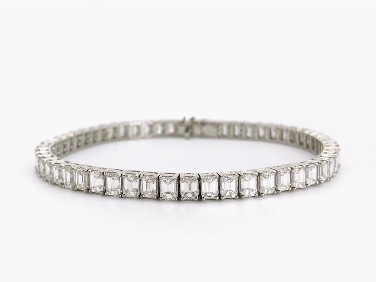 Diamonds Shaped Emerald and Platinum Tennis Bracelet. Certified Diamonds 10,55 Carat Color E/F GIA Platinum Excellent Articulation and flexibility Security Claps
