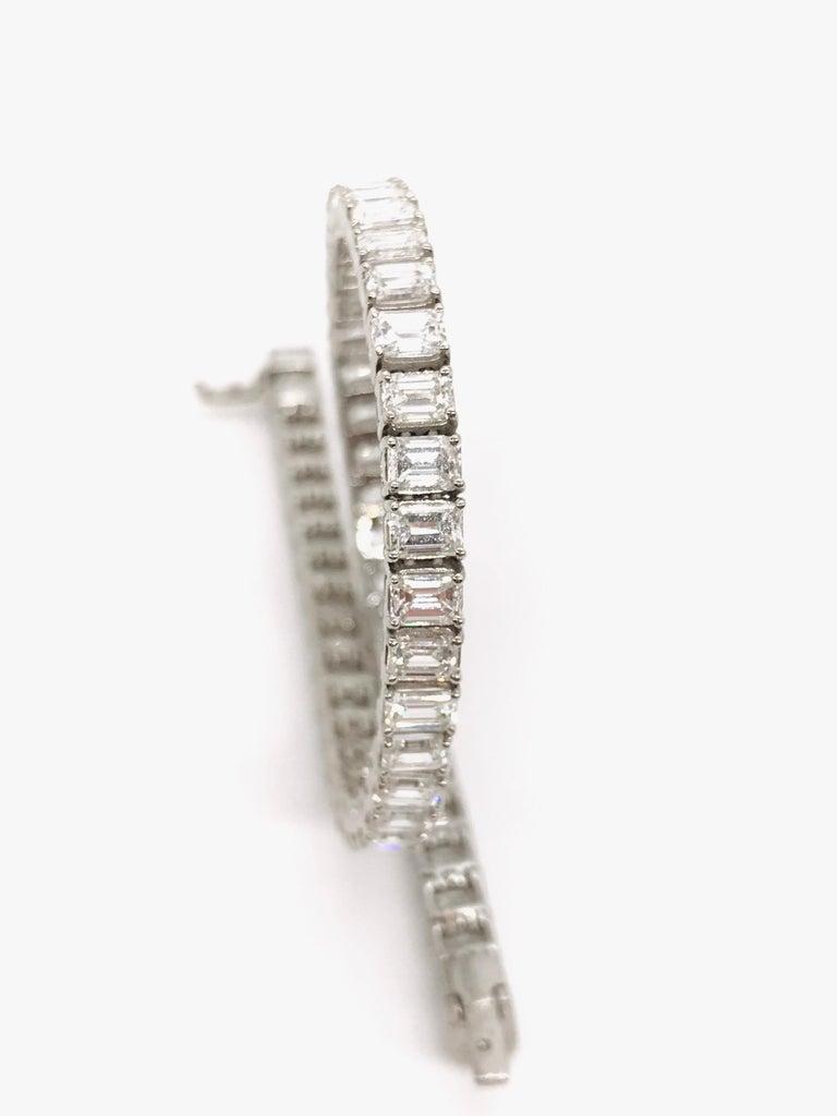 Emerald Cut Certified Diamonds 10.55 Carat on Platinum Tennis Bracelet For Sale 1