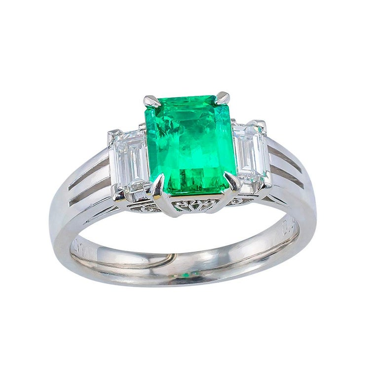 Emerald Cut Colombian Emerald Diamond Platinum Ring In Good Condition For Sale In Los Angeles, CA