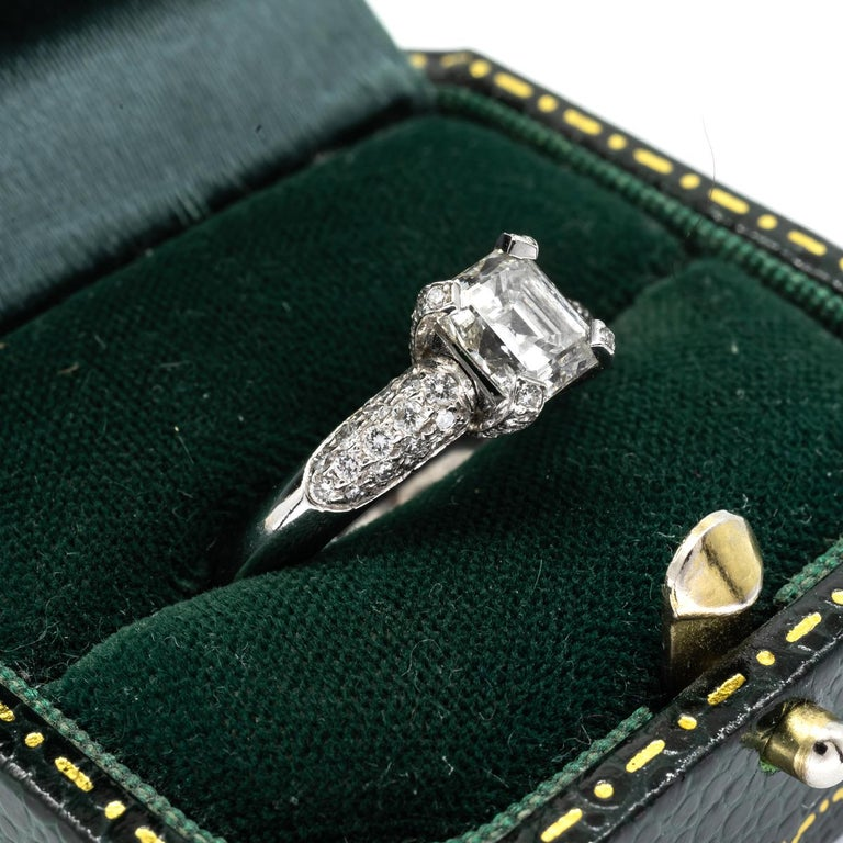 Emerald-Cut Diamond 1.23 Carat Platinum Ring In New Condition For Sale In London, GB