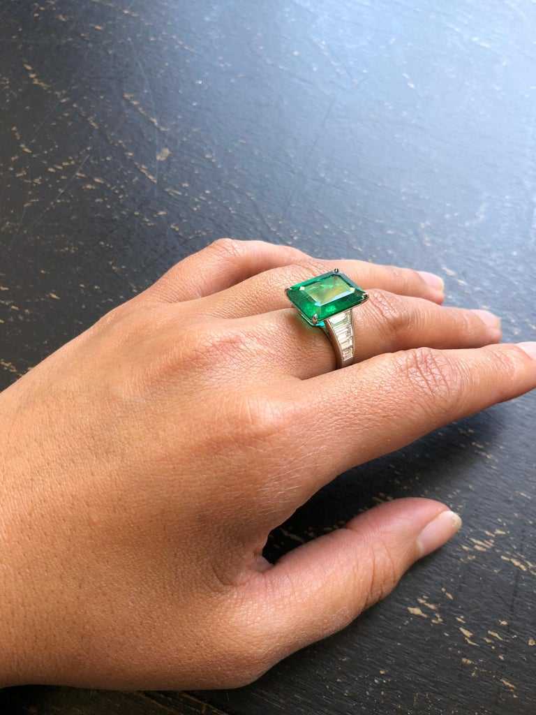 Emerald Cut Emerald and Diamond Ring For Sale 1