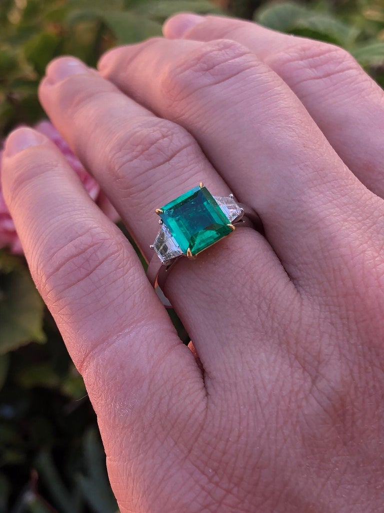Colombian Emerald Ring Emerald Cut 1.85 Carats AGL CertifiedI Insignificant Oil For Sale 5