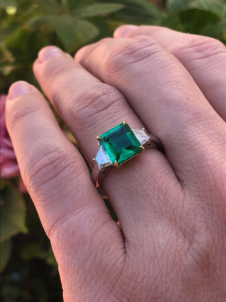 Colombian Emerald Ring Emerald Cut 1.85 Carats AGL Certified Insignificant Oil For Sale 6