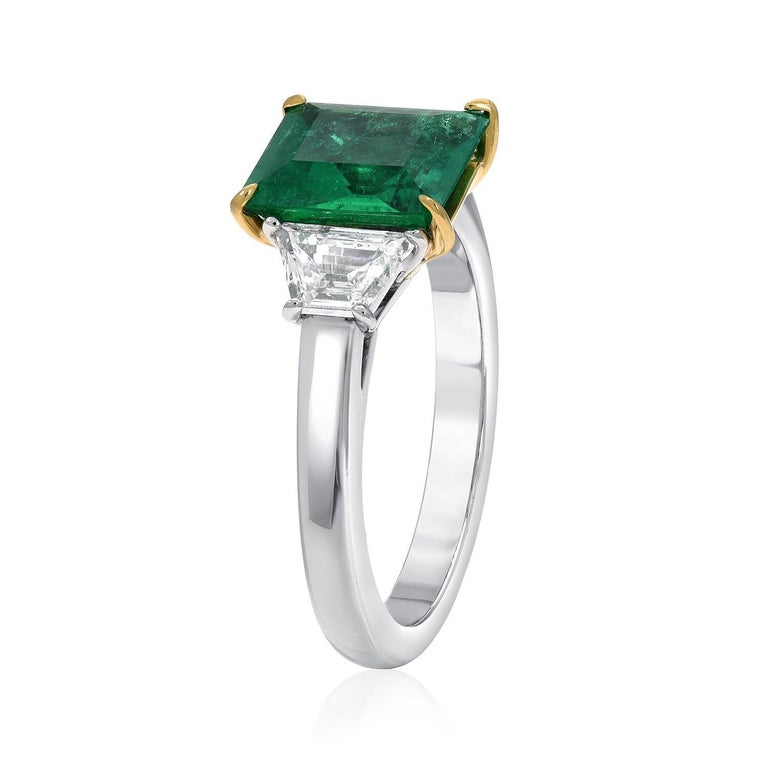 Modern Colombian Emerald Ring Emerald Cut 1.66 Carats AGL CertifiedI Insignificant Oil For Sale