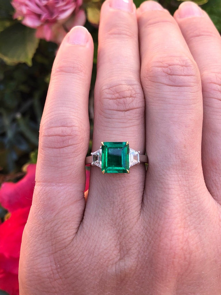 Women's Colombian Emerald Ring Emerald Cut 1.85 Carats AGL Certified Insignificant Oil For Sale