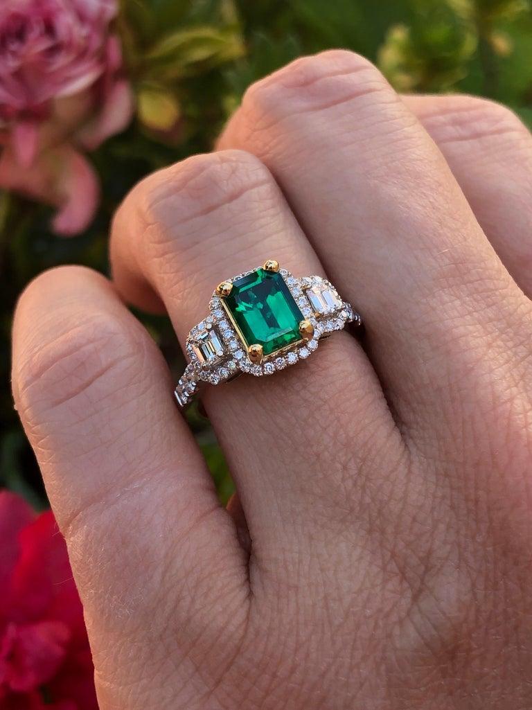 Women's Emerald Ring 1.24 Carat Emerald Cut For Sale