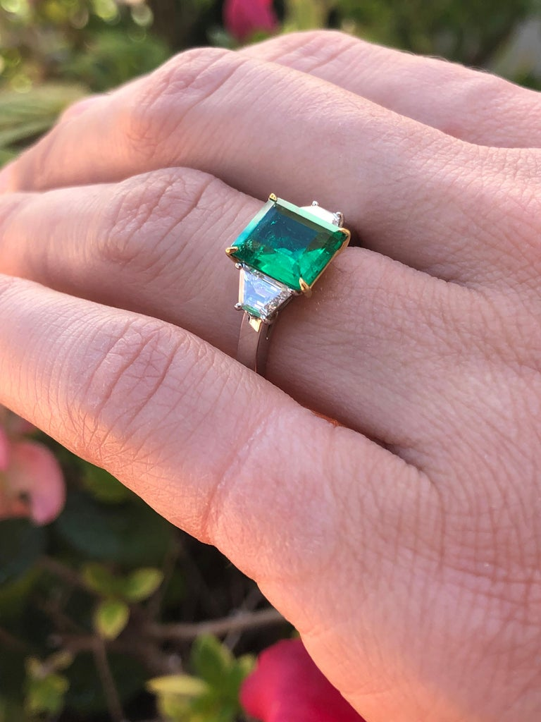 Colombian Emerald Ring Emerald Cut 1.85 Carats AGL Certified Insignificant Oil For Sale 2