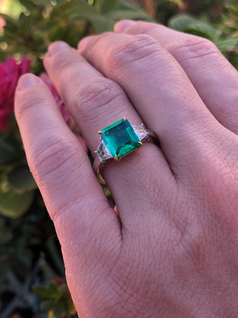 Colombian Emerald Ring Emerald Cut 1.85 Carats AGL Certified Insignificant Oil For Sale 3