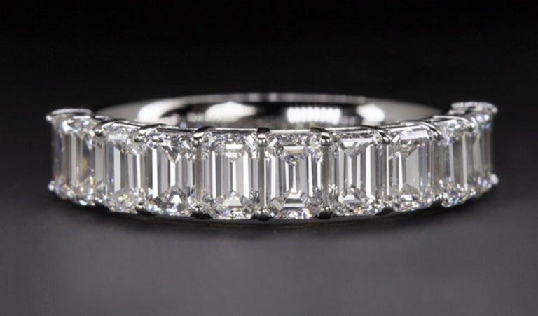 Emerald Cut Eternity Diamond Wedding Ring In New Condition For Sale In Rome, IT
