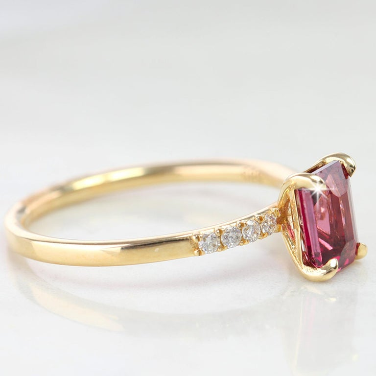 Emerald Cut Pink Tourmaline Dainty Ring with Pave Diamond Setting In New Condition For Sale In ISTANBUL, TR
