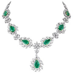 Emerald Diamond 18 Karat Gold Necklace with Earrings