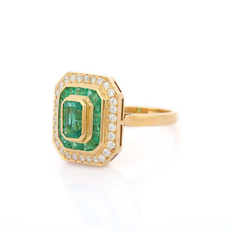 Emerald Diamond 18 Karat Gold Ring In New Condition For Sale In Hoffman Estate, IL