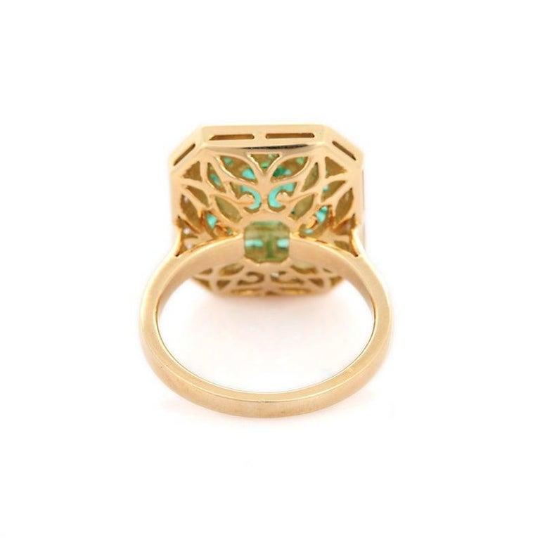 Women's Emerald Diamond 18 Karat Gold Ring For Sale