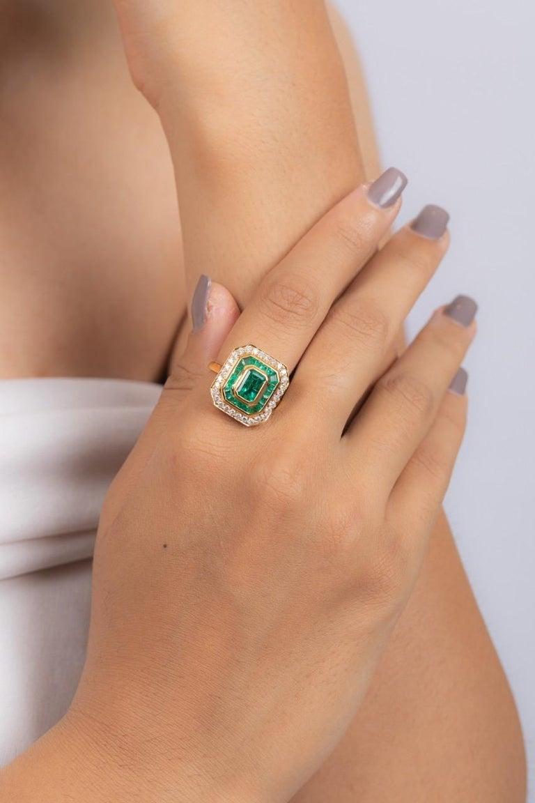 Art Deco Emerald Diamond 18 Karat Gold Ring For Sale