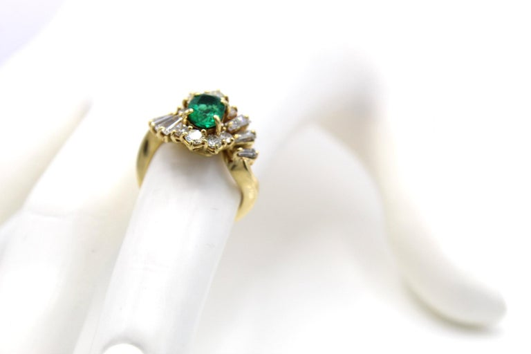 Emerald Diamond 18 Karat Gold Ring In Excellent Condition For Sale In New York, NY