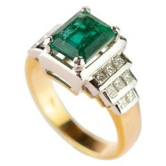 Emerald Diamond 18 Karat White Yellow Gold Pyramid Cocktail AIG Certified Ring
