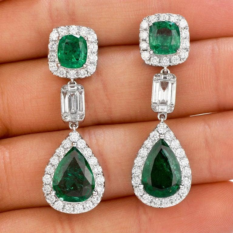 Emerald Diamond 18K Gold Elegant Dangle Drop Earrings In Excellent Condition In Miami, FL