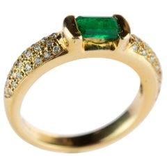 Emerald Diamond Brilliant Cut 18 Karat Gold Cocktail Solitaire Vintage Ring