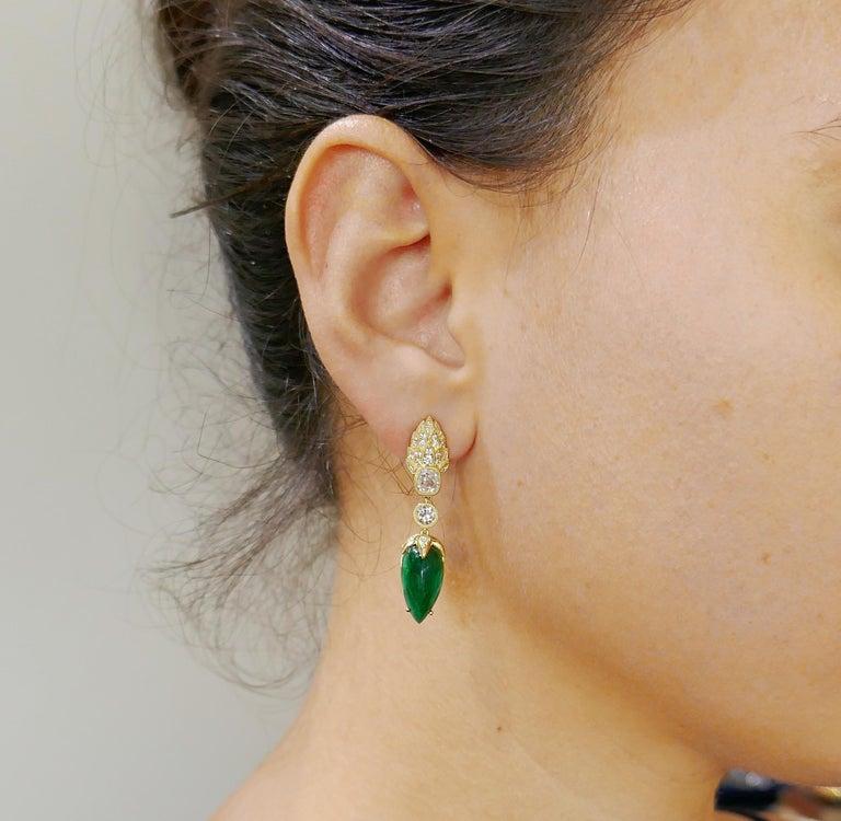 Women's Emerald Diamond Gold Dangle Drop Earrings For Sale