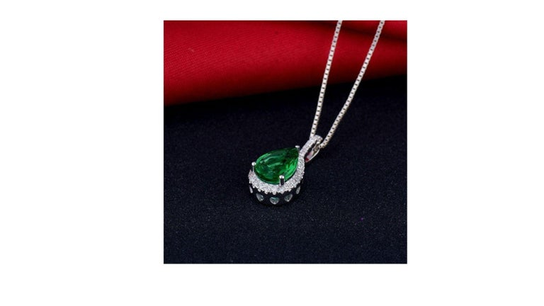 Contemporary Emerald Diamond Necklace 18K White Gold For Sale