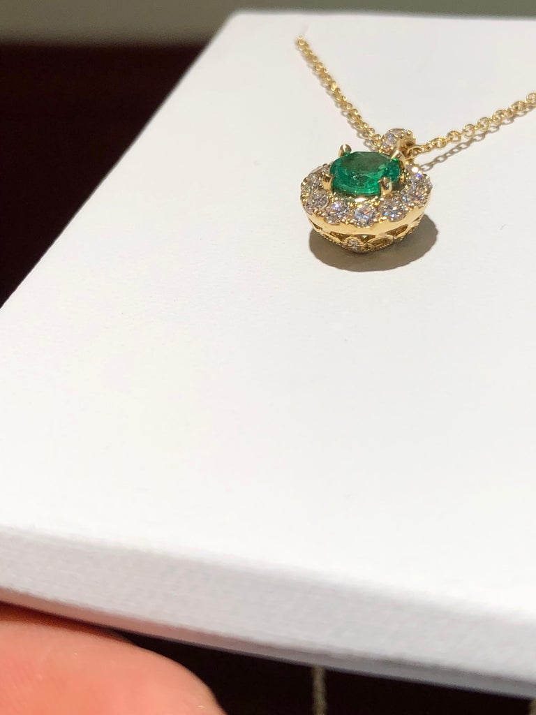 Emerald and Diamond Pendant Necklace Yellow Gold For Sale 2