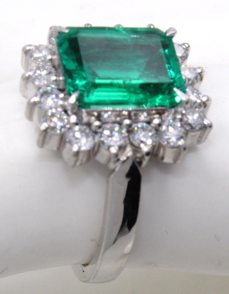 Emerald Diamond Platinum Ring In Excellent Condition For Sale In New York, NY