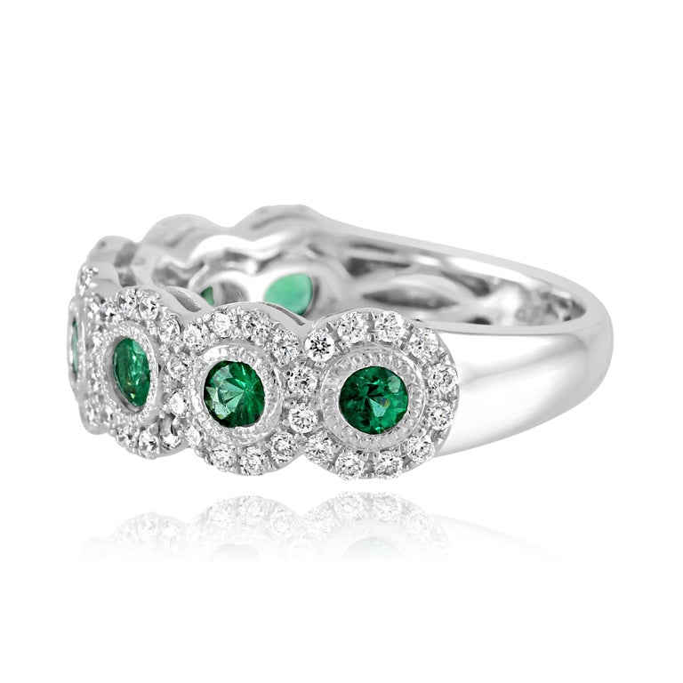 Round Cut Emerald Diamond Single Halo Gold Strackable Fashion Cocktail Milgrain Band Ring For Sale