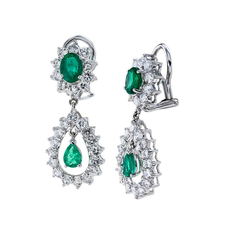 Emerald Diamond White Gold Drop Clip on Earrings In Good Condition For Sale In Los Angeles, CA