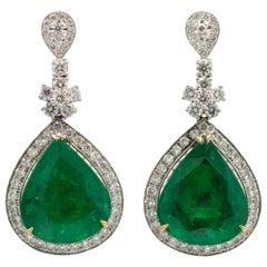 Emerald Earrings 22 Carat With Diamonds 2.10 Carat 18 Karat White Gold