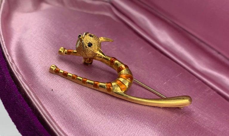 Emerald Enamel Cat Kitten Brooch Pin 18 Karat Gold Retro Mid-Century Modernist For Sale 2