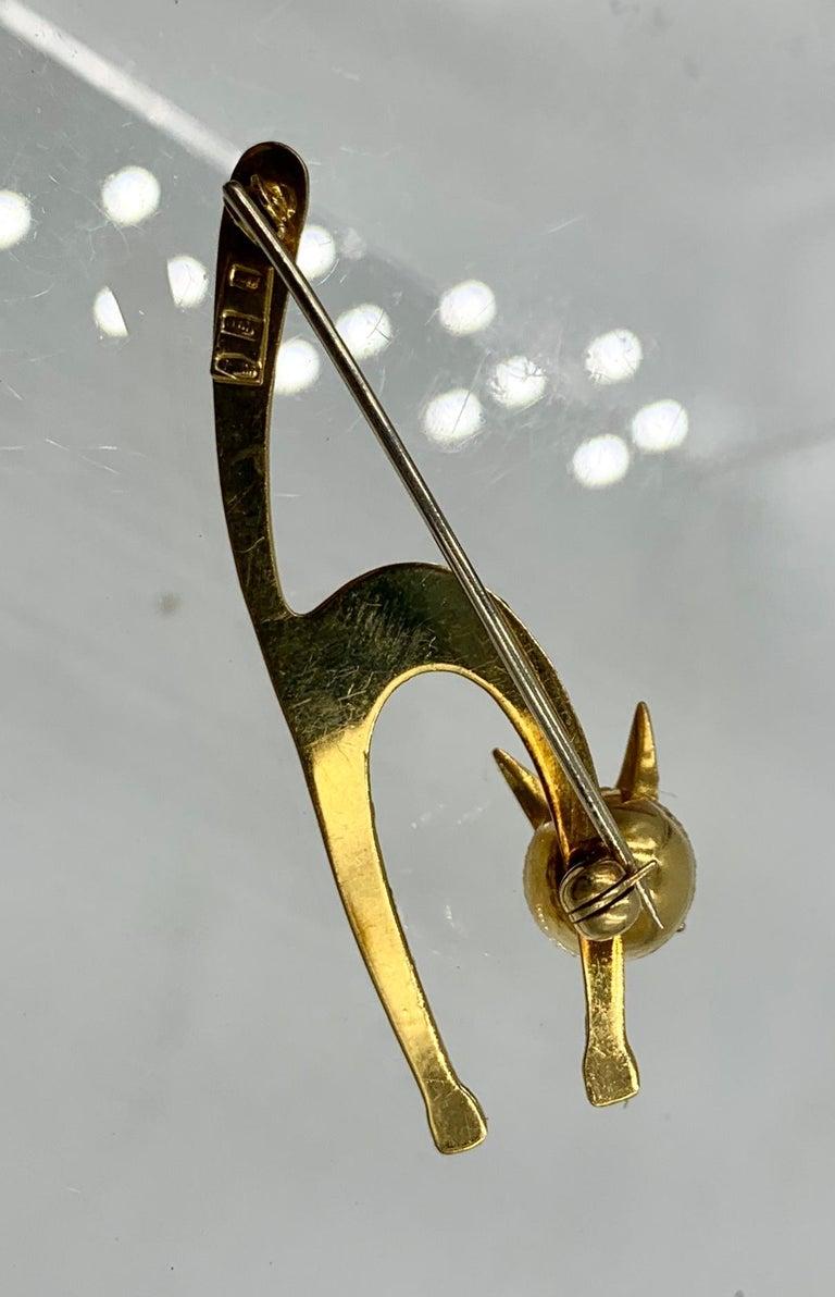 Emerald Enamel Cat Kitten Brooch Pin 18 Karat Gold Retro Mid-Century Modernist For Sale 3