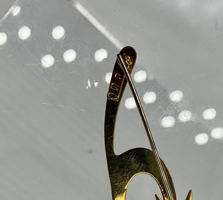 Emerald Enamel Cat Kitten Brooch Pin 18 Karat Gold Retro Mid-Century Modernist For Sale 4