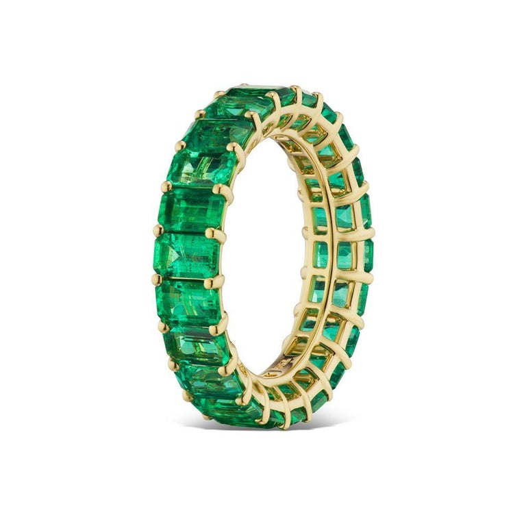 Modern Takat Emerald Eternity Band In 18K Yellow Gold For Sale