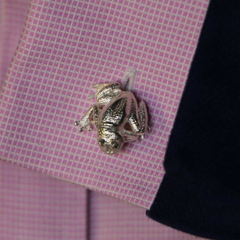 Round Cut Emerald Eyed Frog Swivel-Back Cufflinks in Sterling Silver For Sale