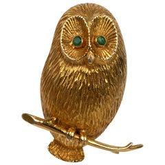 Emerald Eyes Owl Brooch 14 Karat Yellow Gold, Large Size 8.8 Grams Weight