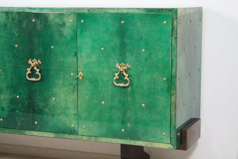 1960s Hollywood Regency Emerald Green Goatskin Credenza by Aldo Tura For Sale 4