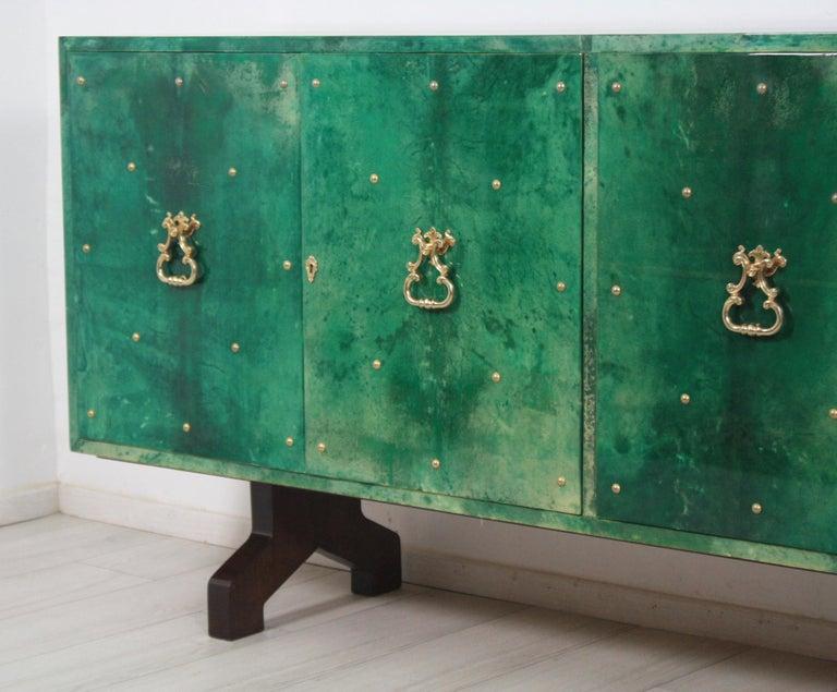 1960s Hollywood Regency Emerald Green Goatskin Credenza by Aldo Tura For Sale 2