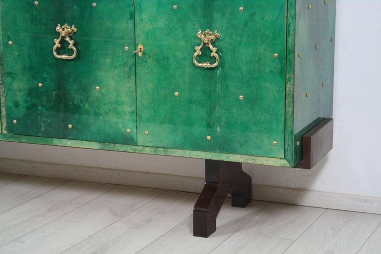 1960s Hollywood Regency Emerald Green Goatskin Credenza by Aldo Tura For Sale 3