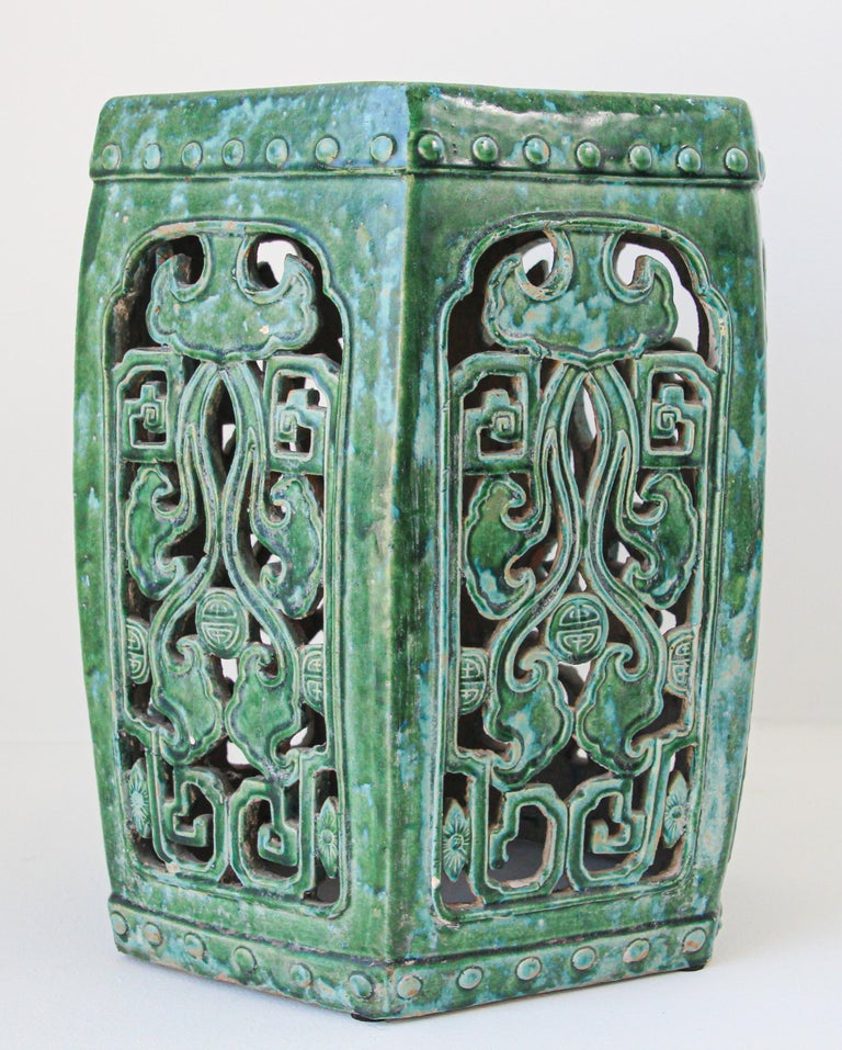 Emerald Green Chinese Ceramic Garden Stool In Good Condition For Sale In North Hollywood, CA