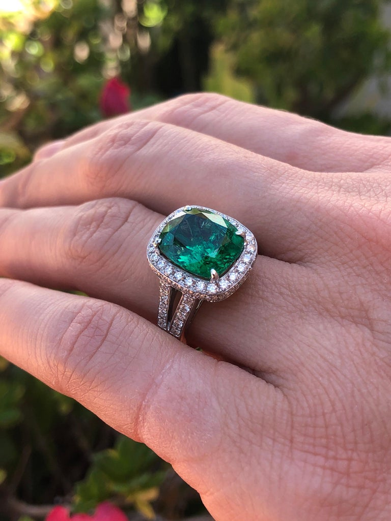Emerald Ring Cushion Cut 4.66 Carats For Sale 3