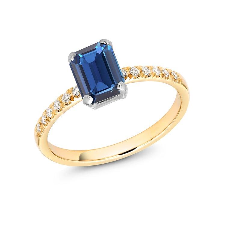 Women's or Men's Emerald Shape Sapphire Diamond 18 Karat Yellow Gold Cocktail Gold Ring For Sale