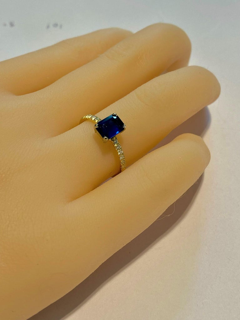 Emerald Shape Sapphire Diamond 18 Karat Yellow Gold Cocktail Gold Ring In New Condition For Sale In New York, NY