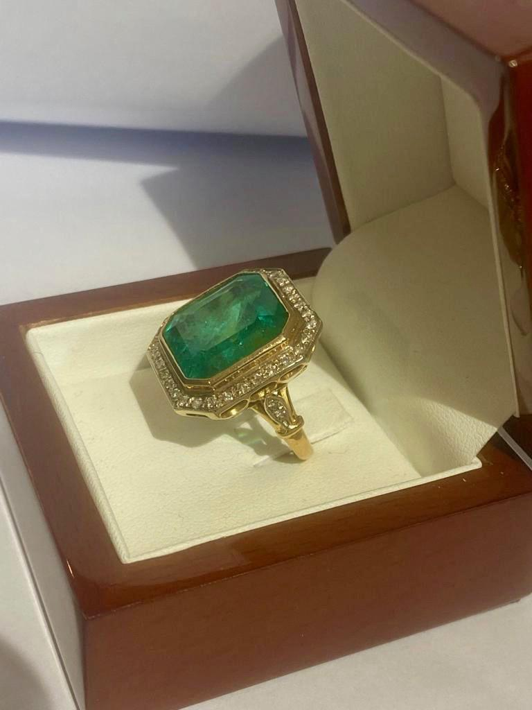 Colombian Emerald Solitaire Ring 16 Carats In Good Condition For Sale In London, GB