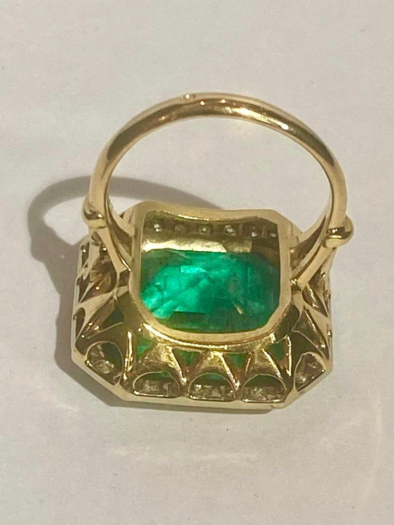 Women's or Men's Colombian Emerald Solitaire Ring 16 Carats For Sale